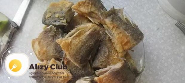 По рецепту для приготовления консервов из речной рыбы, даем рыбе остыть