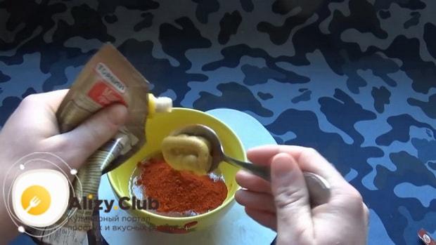 Для приготовления куриных крылышках в медово горчичном соусе приготовьте соус