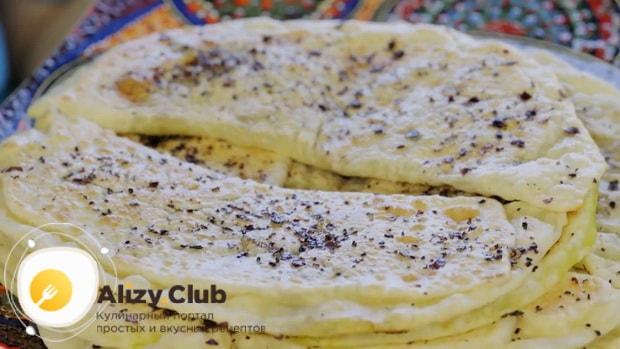 Для приготовления кутабов с зеленью и сыром подготовьте ингредиенты