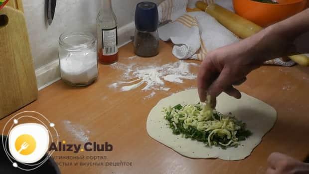 Для приготовления кутаб с зеленью по азербайджански приготовьте начинку