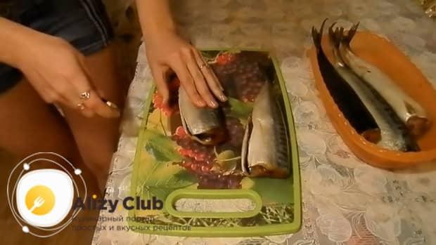 Смотрите как приготовить маринованную скумбрию по простому рецепту быстро и вкусно