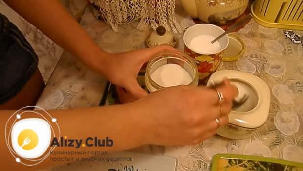 Приготовьте маринад для приготовления скумбрии по простому рецепту.