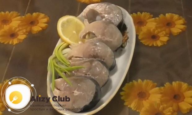 Вкусная маринованная скумбрия приготовленная по простому рецепту готова