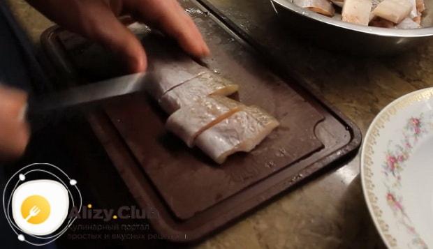 Готовим минтай жареный на сковороде с луком по простому рецепту