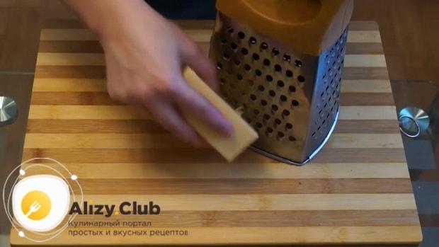Для приготовления пангасиуса в духовке натрите сыр