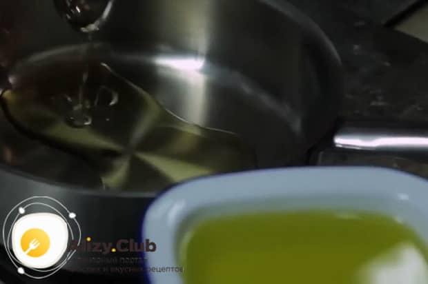 Для приготовления пасты лингвини, нагрейте сковородку