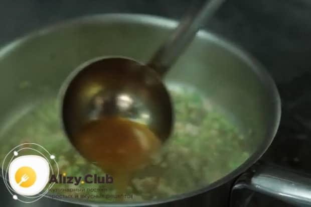 Для приготовления пасты лингвини, добавьте бульон