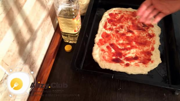 Готовим тесто для пирога с повидлом