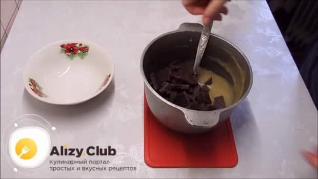 По рецепту для приготовления постного торта в домашних условиях. смешайте шоколад с бананом