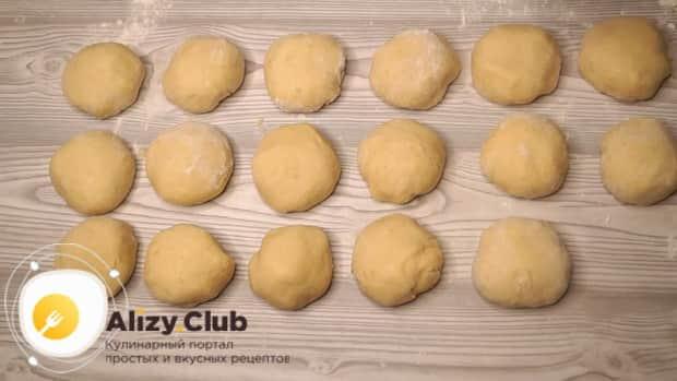 По рецепту для приготовления галушек приготовьте заготовки