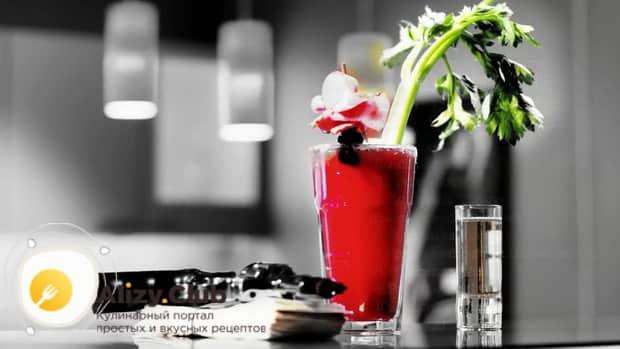 Для приготовления коктейля кровавая мери по простому рецепту подготовьте все ингредиенты