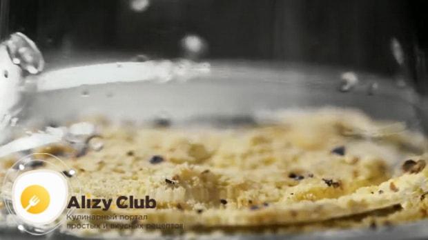 Для приготовления коктейля кровавая мери по простому рецепту приготовьте соль