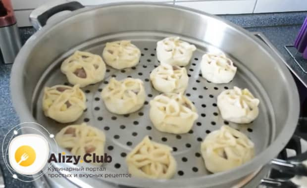 Для приготовления мантов с мясом, подготовьте мантышницу