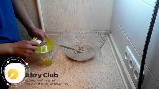 По рецепту для приготовления овсяного печенья из овсяной муки, приготовьте ингредиенты для теста