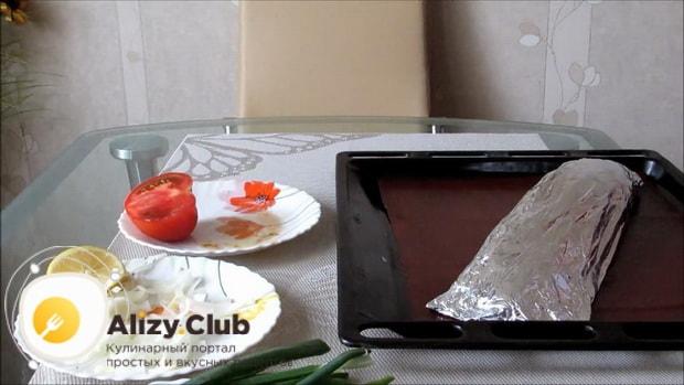 Для приготовления судака в духовке целиком. по рецепту включите духовку