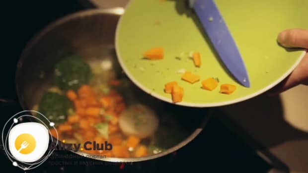 Отварите овощи для приготовления супа пюре для детей