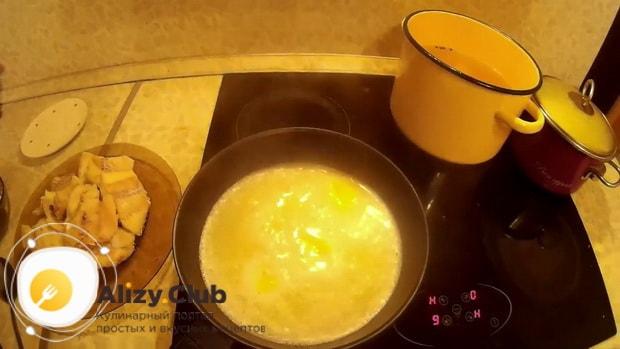 Для приготовления трески по польски по рецепту.  приготовьте соус