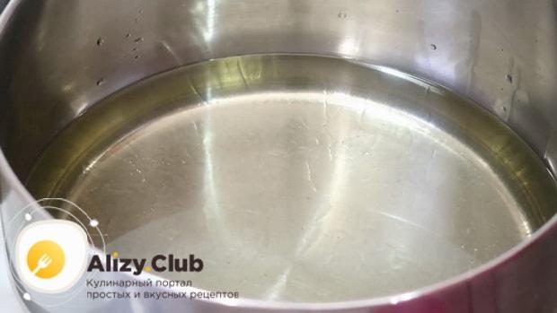 Для приготовления хвороста на сметане по рецепту, разогрейте масло