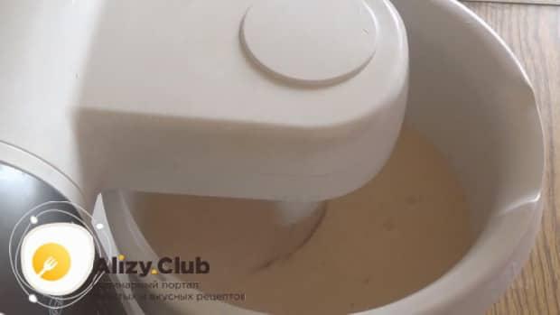 По рецепту для приготовления блинов на топленом молоке. добавьте соль и сахар