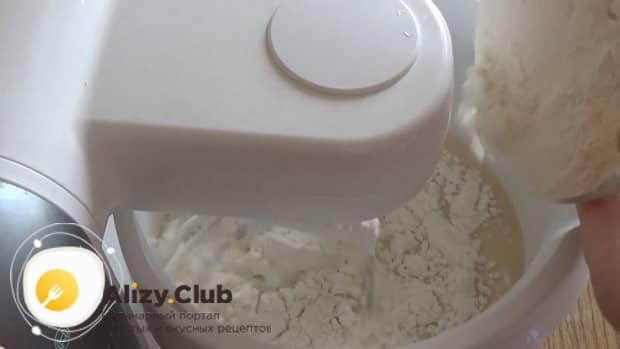 По рецепту для приготовления блинов на топленом молоке. добавьте муку
