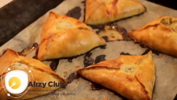 По рецепту для приготовления эчпочмак, выпекате пирожки при 180 градусах