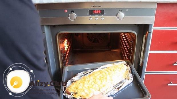 Для приготовления горбуши в духовке. по рецепту. разогрейте духовку