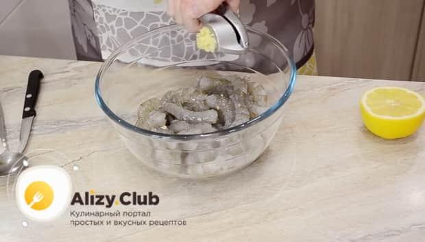 Как приготовить салат цезарь с креветками в домашних условиях