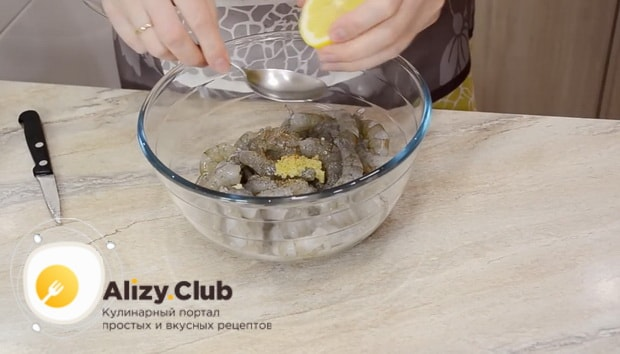 Какие ингредиенты нужны для приготовления салата цезарь с креветками