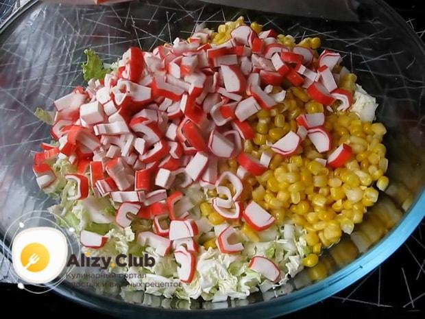 Готовим салат из китайской капусты с крабовыми палочками