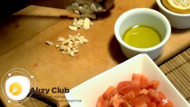 Готовим салат с маринованными мидиями