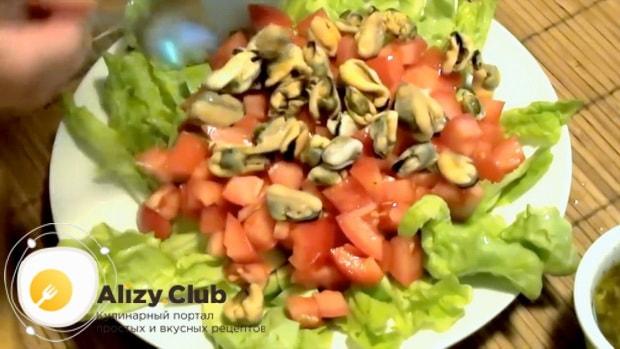 попробуйте приготовить салат из мидий в рассоле