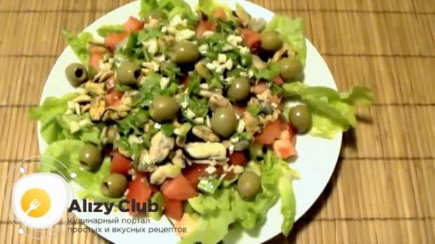 Вкуснейший салат с мидиями и авокадо готов