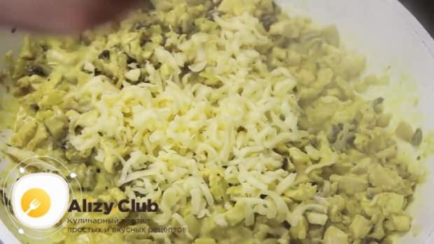 Для приготовления блинчиков с курицей и грибами. добавьте сыр