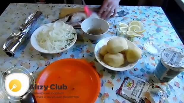 Для приготовления судака в фольге в духовке. по рецепту.  смажьте рыбу соусом