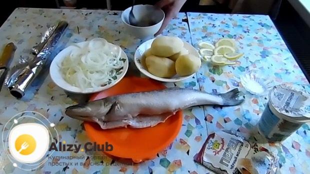 Для приготовления судака в фольге в духовке. по рецепту. приготовьте соус