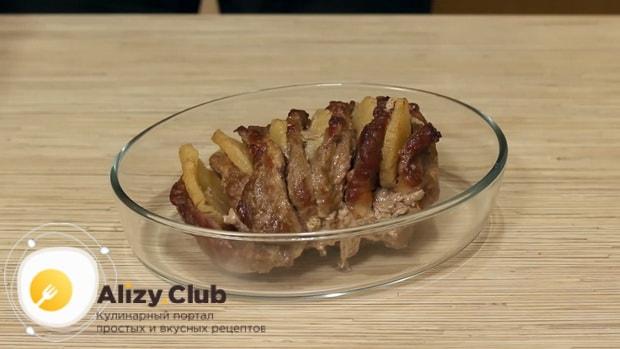 Для приготовления свинины с ананасами. подготовьте ингредиенты