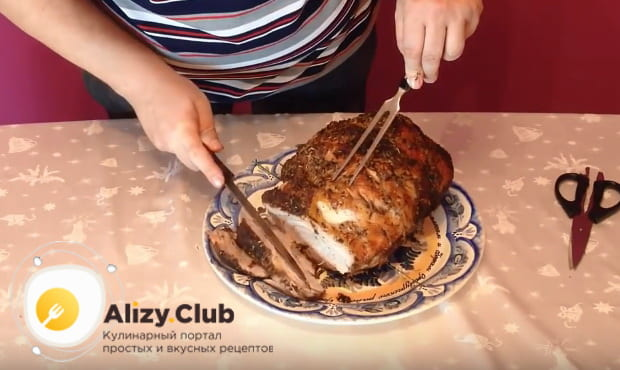 Как приготовить лопатку свиная запеченную в духовке по детальному рецепту