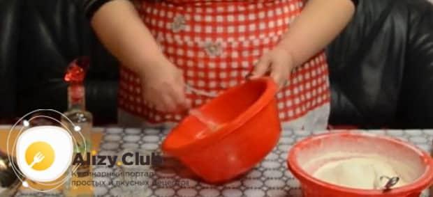 Смотрите рецепт приготовления теста для хвороста с водкой