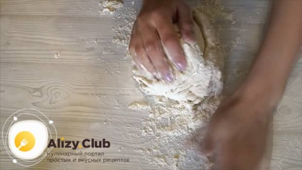 Замешиваем тесто на минералке для вареников и пельменей