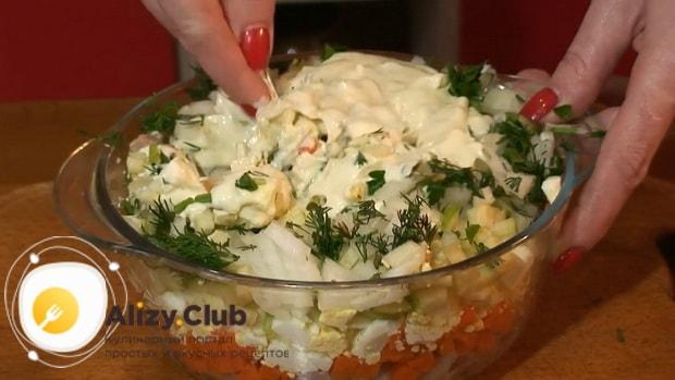 По рецепту для приготовления блинчиков с картошкой и грибами, добавьте соус