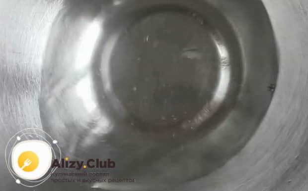 Попробуйте при готовить хворост, тонкий и хрустящий по рецепту без водки