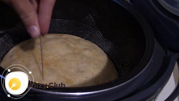 Для приготовления пирога из тыквы в мультиварке проверьте готовность пирога