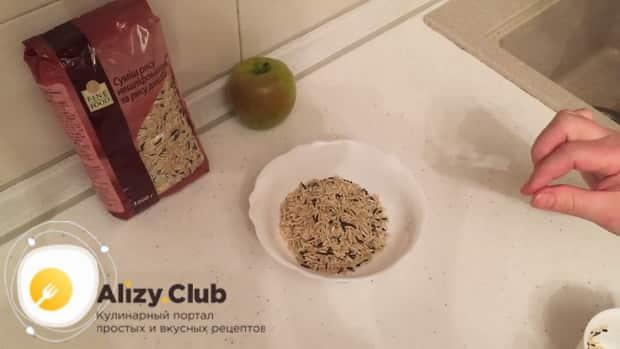 По рецепту для приготовления утки целиком в духовке, подготовьте рис