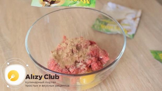 Для приготовления супа с фрикадельками для детей приготовьте фарш