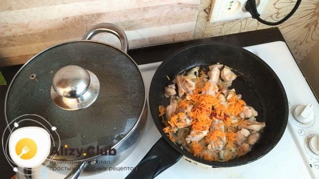 По рецепту для приготовления гречки в горшочке в духовке с курицей добавьте овощи