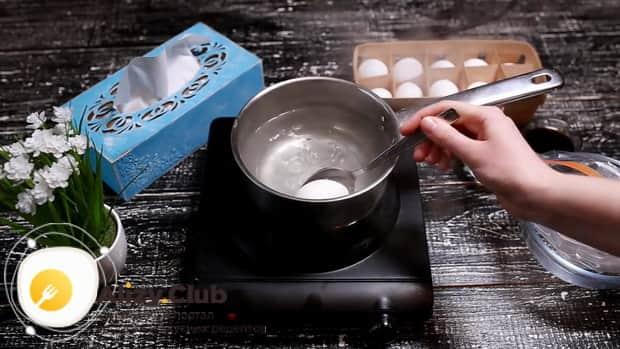 Для приготовления маринованных в соевом соусе яиц, подготовьте ингредиенты