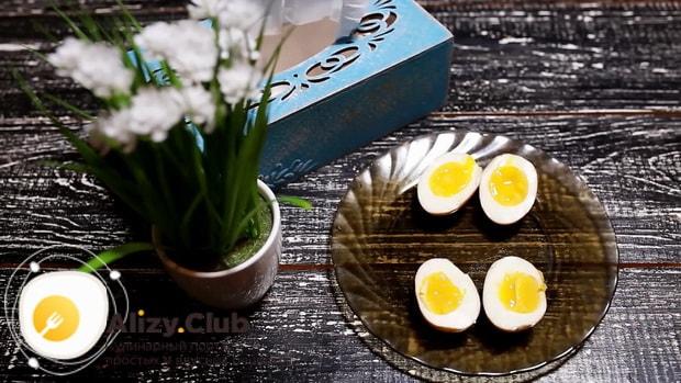 Для приготовления маринованных в соевом соусе яиц, подготовьте все необходимое