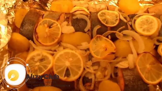 Для приготовления горбуши в духовке. по рецепту. включите духовку