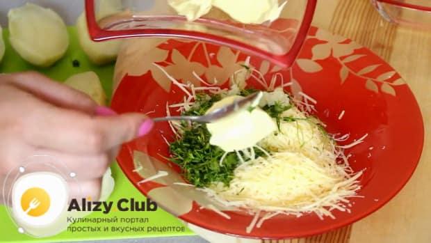 Как готовится картошка в духовке под сыром и майонезом
