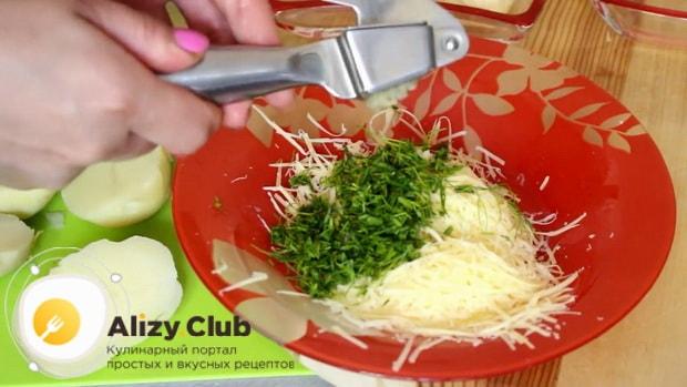 Как готовится картошка с беконом и сыром в духовке